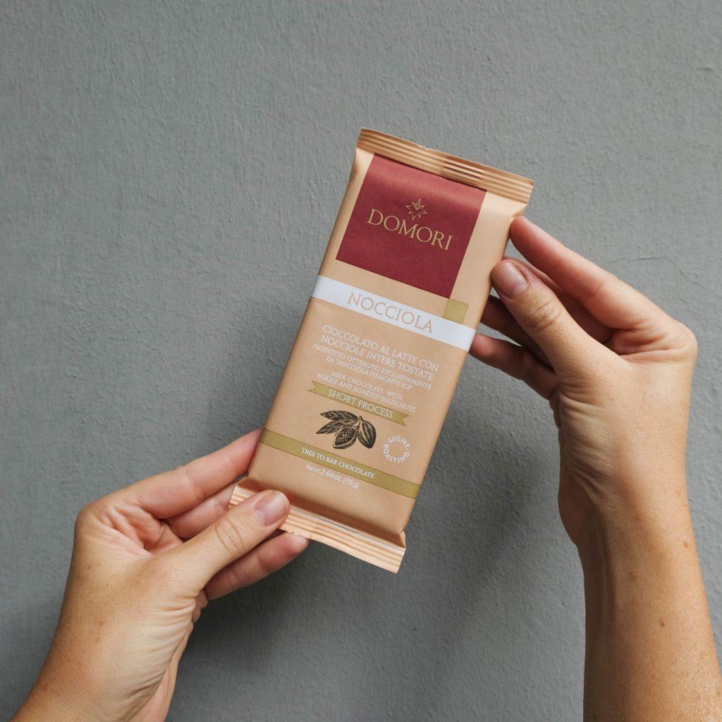 domori-cioccolato-al-latte-con-nocciole-3